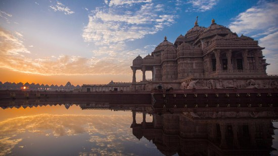 akshardham_monument_with_sarovar-002